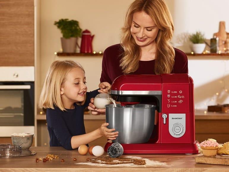 konyhai robotgép használat közben